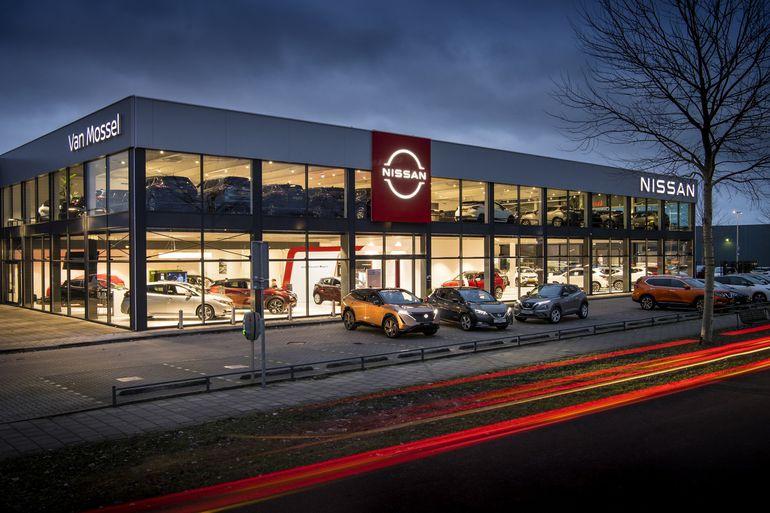 Nissan prezentuje odświeżone, dwuwymiarowe logo. Na początek w salonie w Amsterdamie