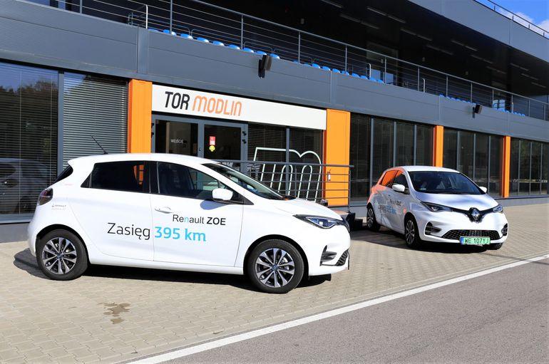 Szkolenia E-mobility, czyli elektromobilność w praktyce za kierownicą Renault