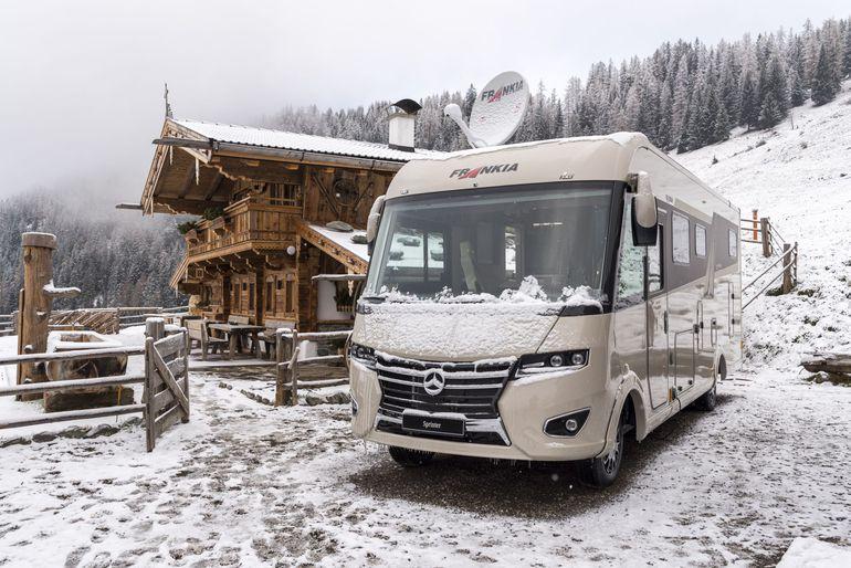 Kampery Mercedes-Benz w zimowej krainie czarów