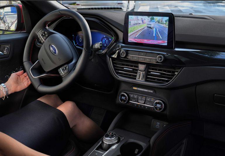 Ford Kuga z napędem hybrydowym prowadzi się lepiej, dzięki... Sztucznej inteligencji?