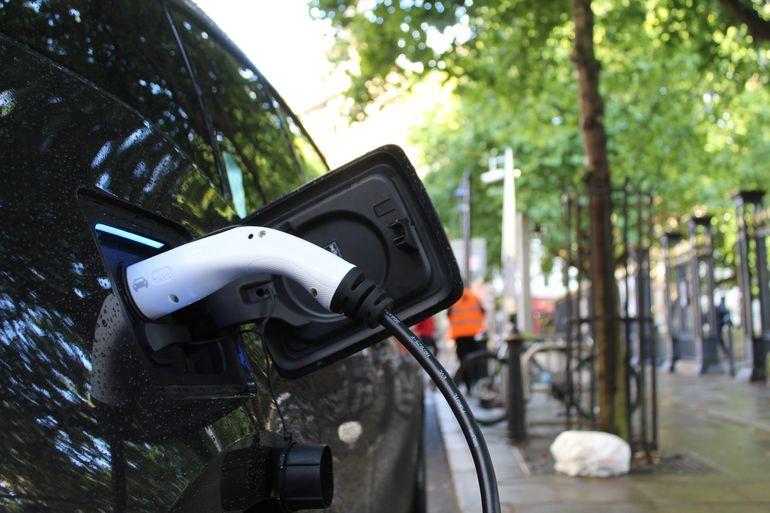 Co wpływa na popularność samochodów elektrycznych?