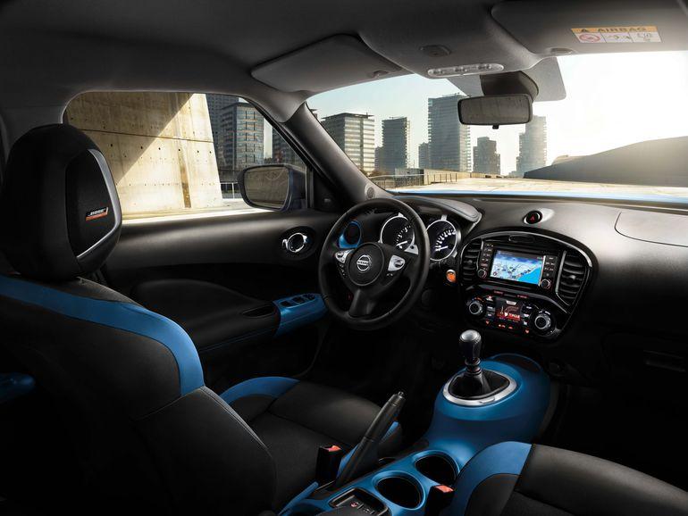 Nissan zachęca do śpiewania w samochodzie. Stworzył specjalną playlistę, która ułatwi powrót do