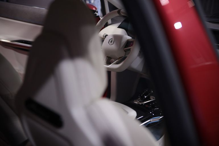 Tak właśnie wygląda polski samochód elektryczny w nadwoziu hatchback oraz SUV. Znamy nazwę, logo i hasło!