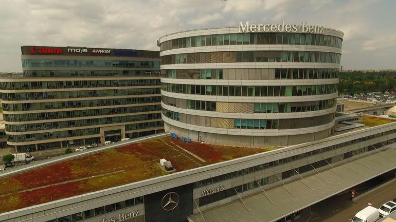 Na dachu salonu Mercedes-Benz Warszawa budzą się… pszczoły