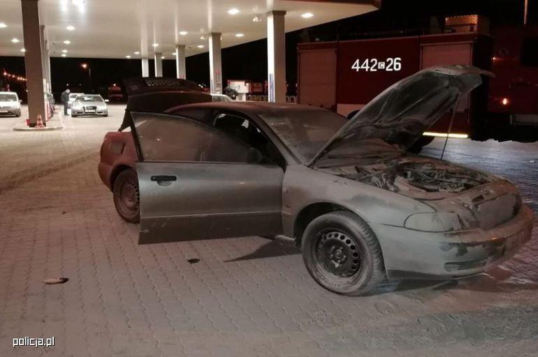 Policjanci z grupy Speed ugasili płonący samochód. O krok od tragedii