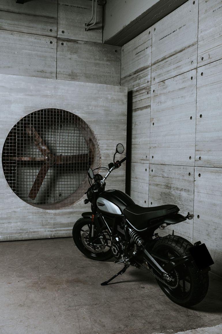 Ducati Icon Dark już w Polsce. Także dla młodych kierowców