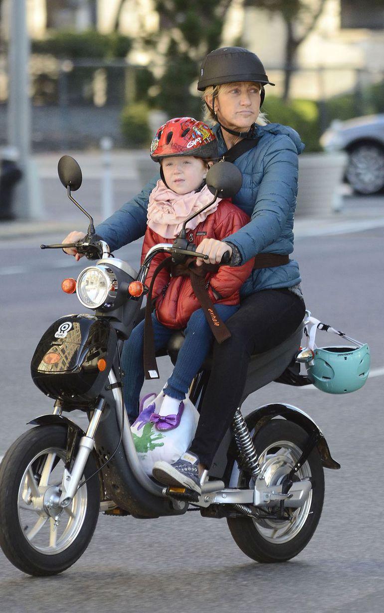 Przewożenie dziecka na motocyklu - wszystko, co musisz wiedzieć