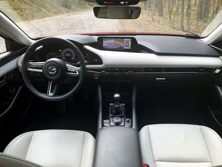 Test Mazda 3 Sedan 2.0 180 KM SkyActiv-X