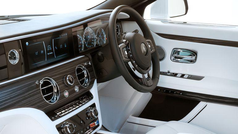"""2021 Rolls-Royce Ghost debiutuje! To luksusowy samochód zaprojektowany zgodnie z zasadą """"im mniej, tym lepiej"""""""