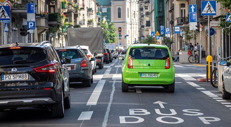 Czy właściciele samochodów elektrycznych i hybrydowych typu plug-in mogą zasilać swoje auta energią elektryczną ze źródeł odnawialnych?
