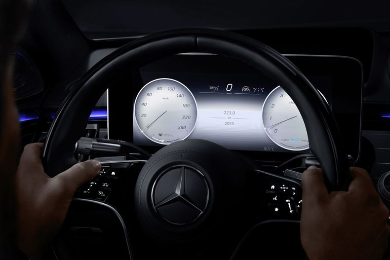 Druga generacja systemu multimedialnego MBUX debiutuje - słucha jeszcze uważniej i rozumie kierowcę?