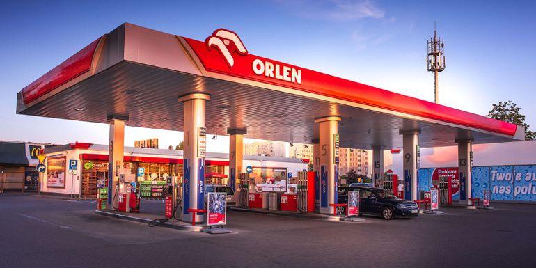 Bolid Formuły 1 podróżuje po Polsce! Gdzie i kiedy można go zobaczyć?