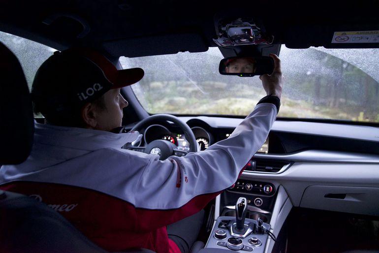Kimi Räikkönen zasiądzie za kierownicą Alfa Romeo Stelvio. Jaką wybrał wersję wyposażenia?