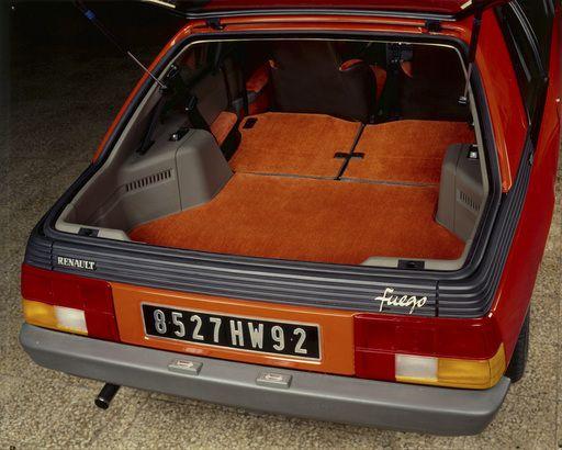 Renault Fuego - czterdzieści lat minęło. Zobaczcie, jak się prezentował przez te wszystkie lata