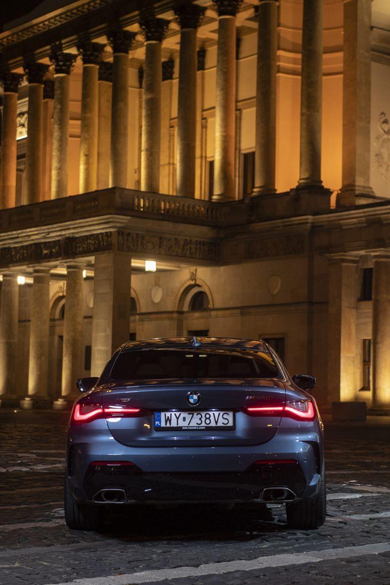 BMW serii 4 Coupe na ulicach Warszawy nocą - zobaczcie ten niesamowity film!
