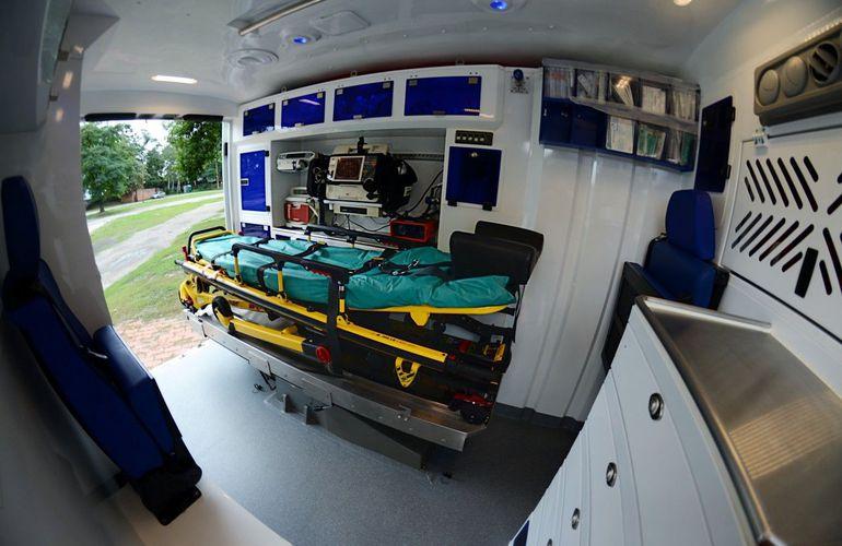 Ten wyjątkowy, przebudowany pick-up pomaga ratować ludzkie życie. Jedyna taka karetka w Polsce!