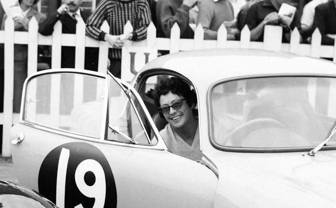 Jean Bloxam: królowa Astona Martina
