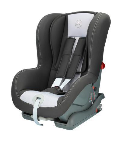Foteliki samochodowe dla dzieci – Mercedes stawia bezpieczeństwo na pierwszym miejscu