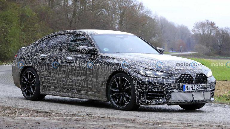 BMW 4 Gran Coupe 2022 - wyszpiegowane na drodze w kamuflażu