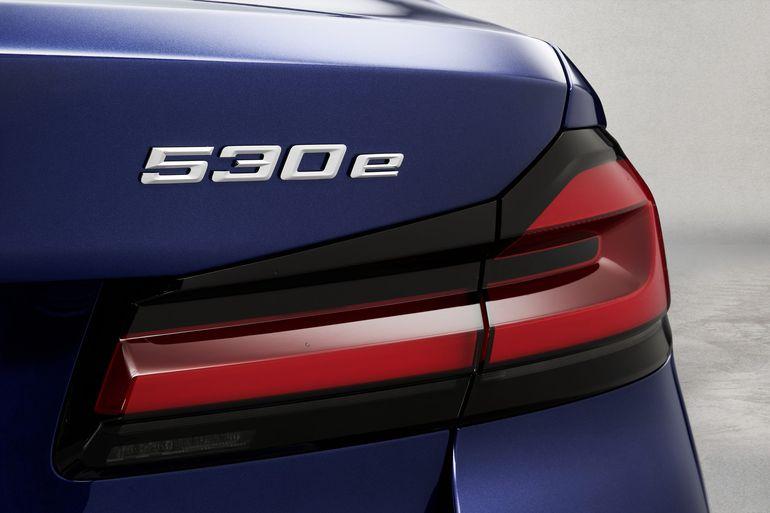 BMW serii 5 odświeżone. W ofercie mocna hybryda plug-in