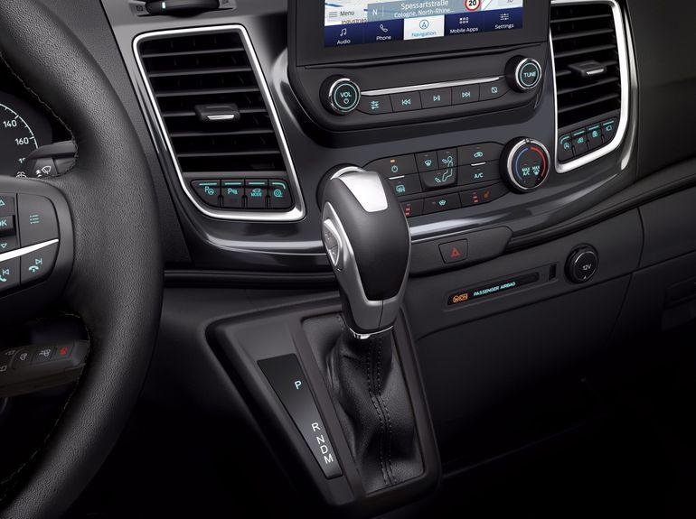 Ford Transit będzie dostępny z 10-stopniową automatyczną skrzynią biegów. Właśnie rusza produkcja