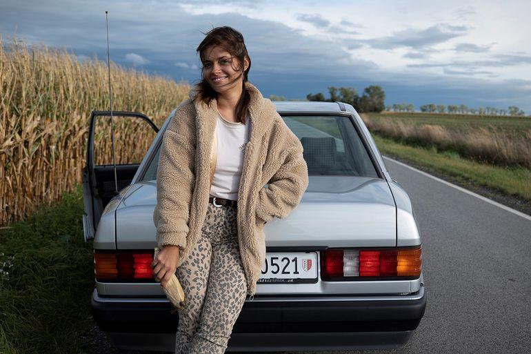 Elisa Minetti tworzy streetwearowe stylizacje i jeździ Baby Benz'em