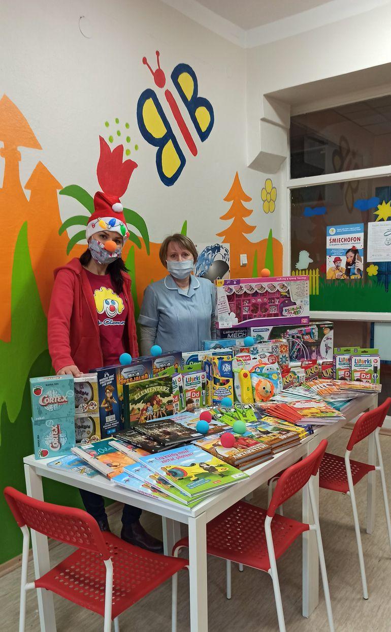 """Kia wspiera Fundację """"Dr Clown"""". Również i w tym roku do małych pacjentów trafiły edukacyjne zabawki"""