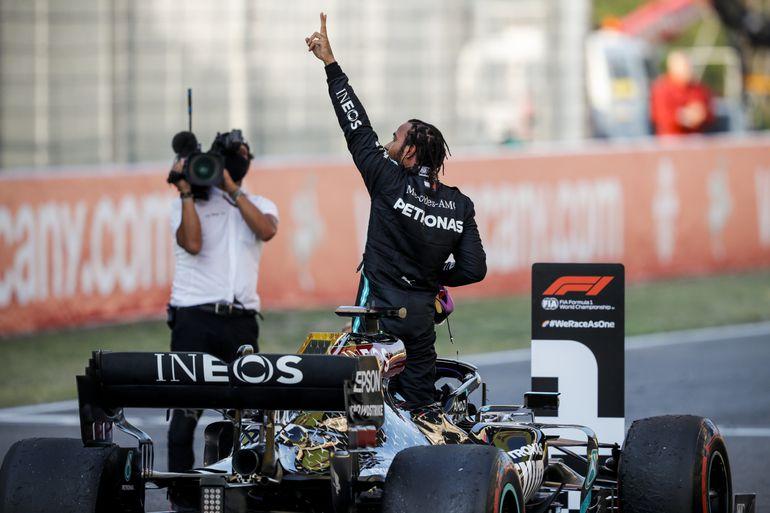 GP Toskanii: kraksy, czerwone flagi, a na koniec i tak wygrywa Hamilton