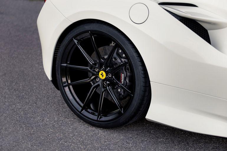 Ferrari F8 Tributo po kuracji wzmacniającej w warsztacie Novitec