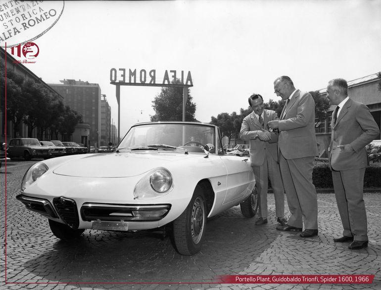 Alfa Romeo Duetto - włoski spider uwiódł niejedną gwiazdę hollywoodzkiego kina