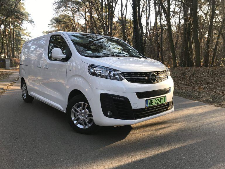 Nowy Opel Vivaro e już w sprzedaży w Polsce. Wiemy, ile kosztuje ten bezemisyjny furgon!