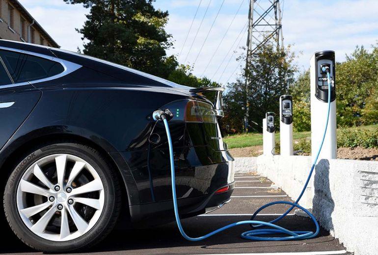 Samorządy rezygnują z inwestycji. Co z rozwojem elektromobilności w czasie kryzysu?