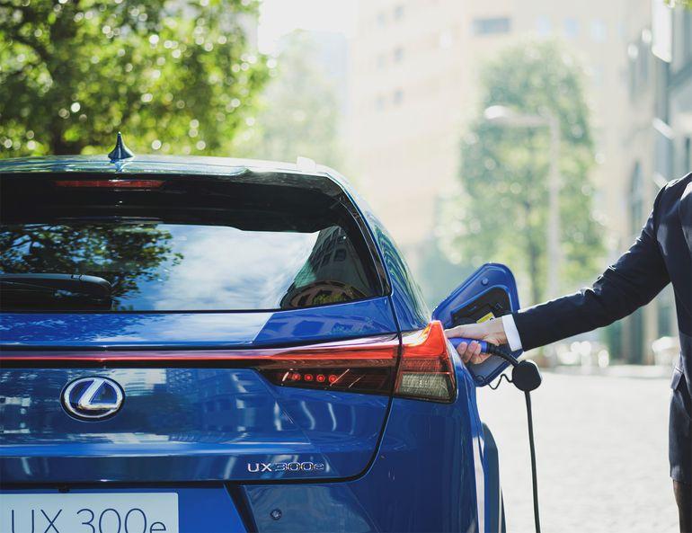 Lexus UX 300e - pierwszy elektryk japońskiego producenta z zasięgiem do 300 km