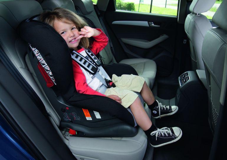 Dziecko w samochodzie - te 6 porad sprawi, że podróż z maluchem będzie przyjemnością