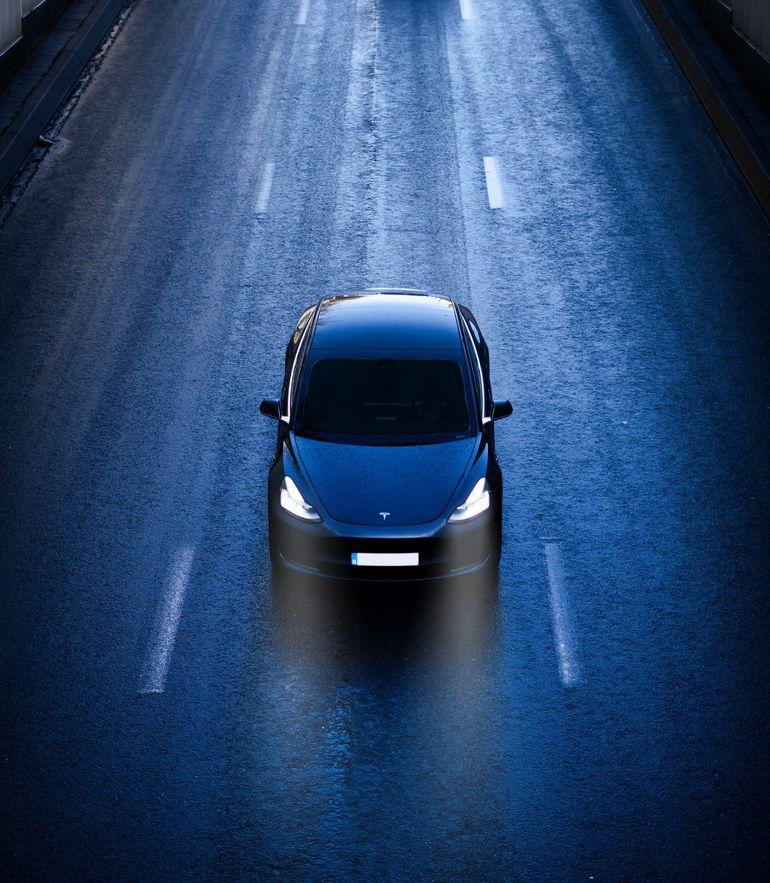 """Tesla i jej """"w pełni autonomiczna jazda"""" znów w ogniu krytyki"""