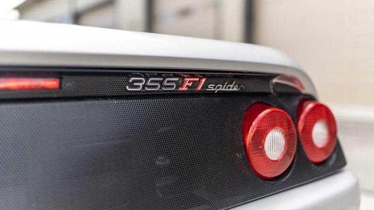 Ferrari F355 Spider może być wasze - właśnie trwa licytacja unikatowego samochodu Shaquille O'Neal'a