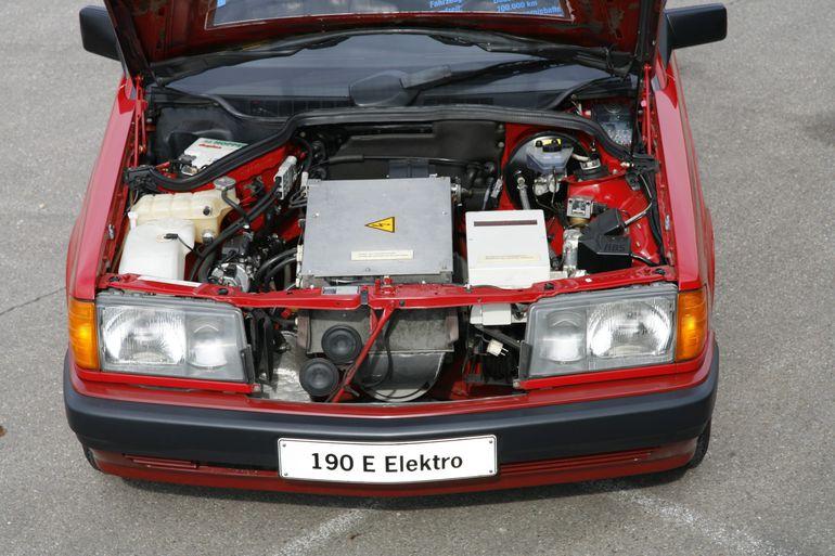 Mercedes-Benz 190 z napędem elektrycznym.