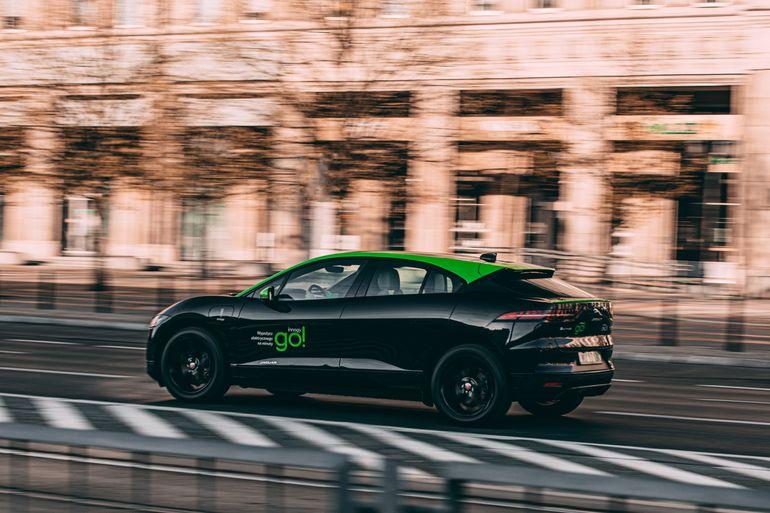 Elektryczne Jaguary można wypożyczyć na minuty