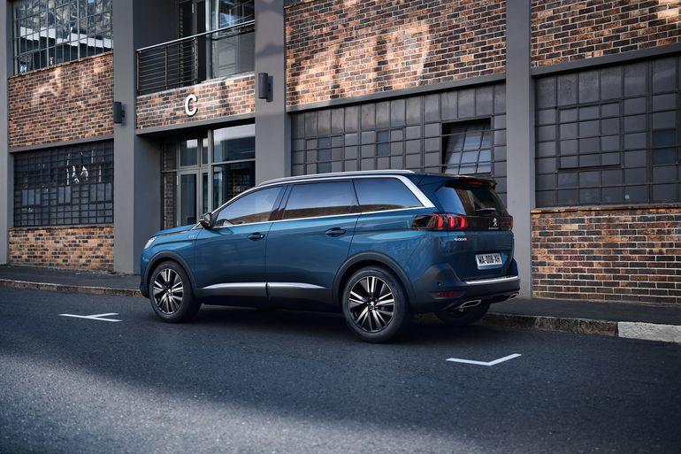 Odnowiony Peugeot 5008 – zaprojektowany, by zwiększyć przyjemność z jazdy