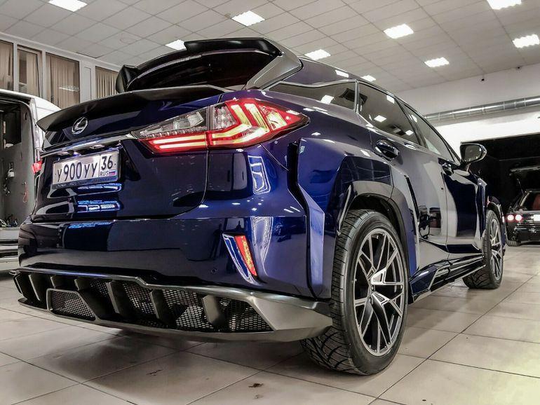 Hybrydowe modele Lexusa po rosyjskim tuningu - przerost formy nad treścią?