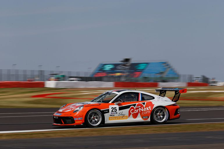 """Larry ten Voorde: """"latający Holender"""" i zapalony wędkarz - poznajcie zwycięzcę Porsche Mobil 1 Supercup 2020"""