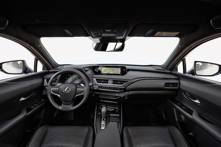 W pełni elektryczny Lexus UX 300e już na europejskich drogach. Zobaczcie, jak wygląda wnętrze stworzone przez mistrzów rzemiosła Takumi