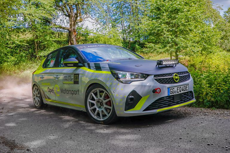 Rajdowy Mistrz Europy 2016 Marijan Griebel testuje elektrycznego Opla Corsę-e Rally