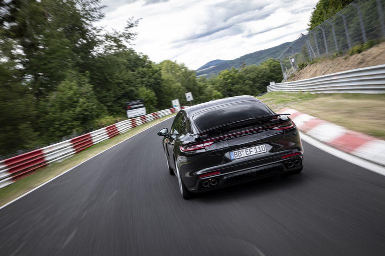 Porsche Panamera ustanawia rekord okrążenia na północnej pętli toru Nürburgring