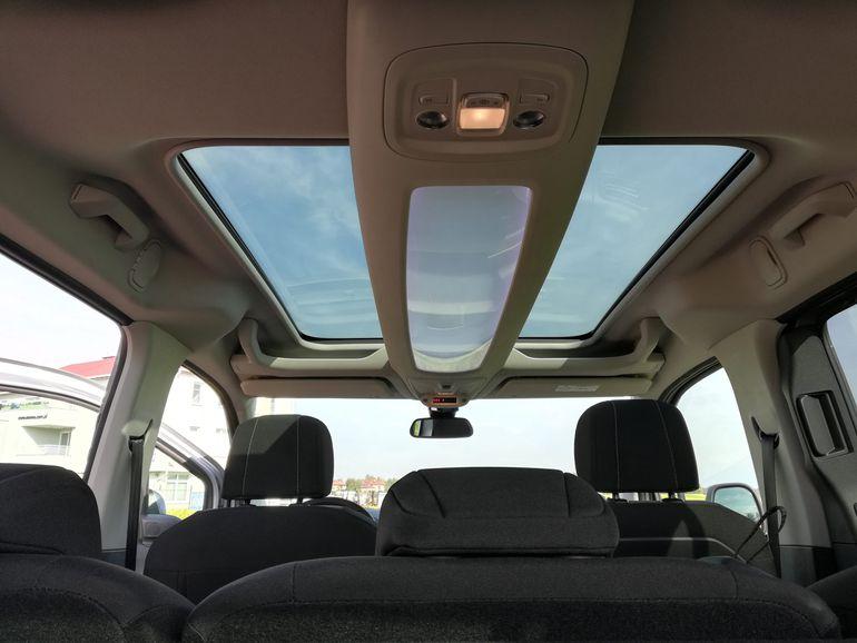 Opel Combo Life - wnętrze samochodu