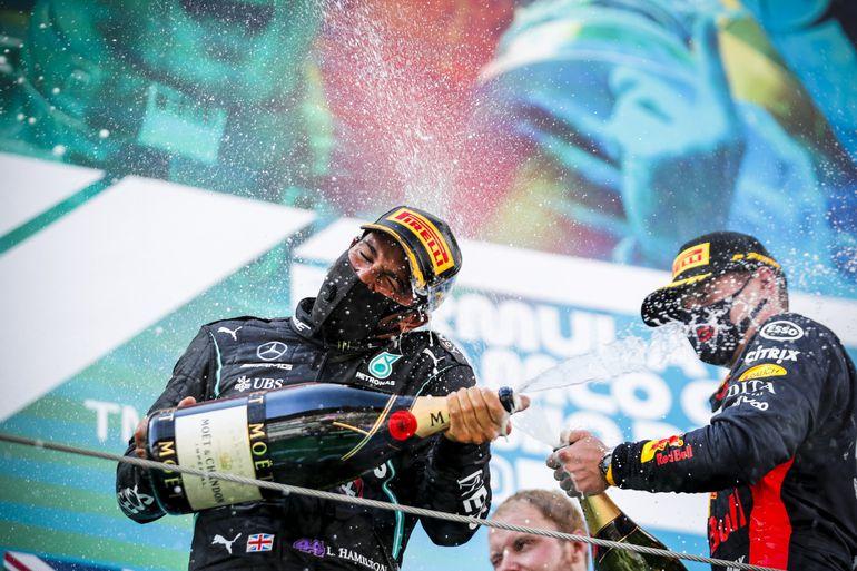 GP Hiszpanii: wygrana Hamiltona i procesja samochodów