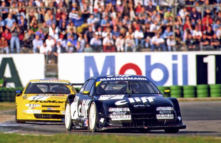 Opel Calibra z silnikiem V6 o mocy 500 KM i napędem na 4 koła. To coupe triumfowało 25 lat temu!