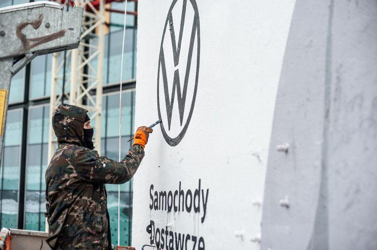 Volkswagen Caddy 5 pojawił się na intrygującym muralu w Warszawie!