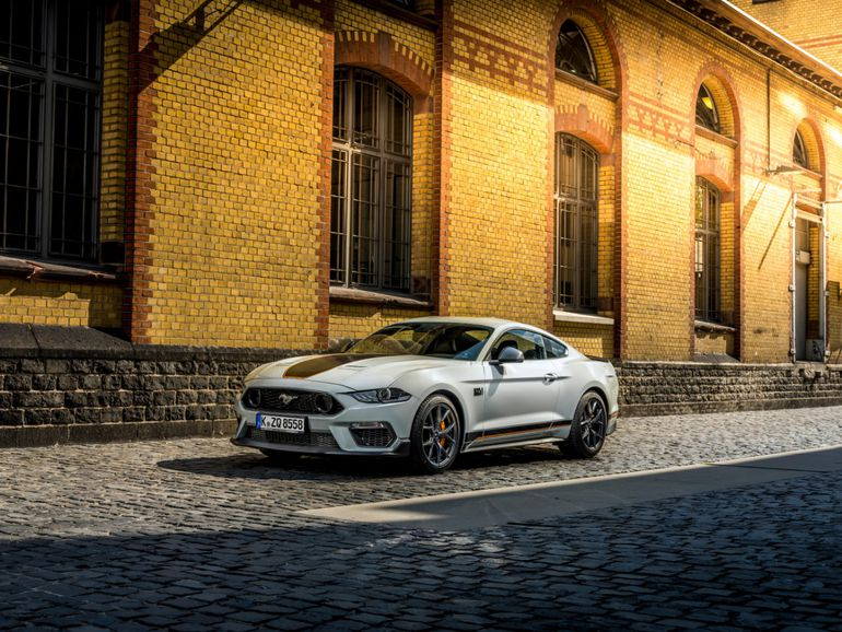 Ford Mustang Mach1 o numerze VIN 001