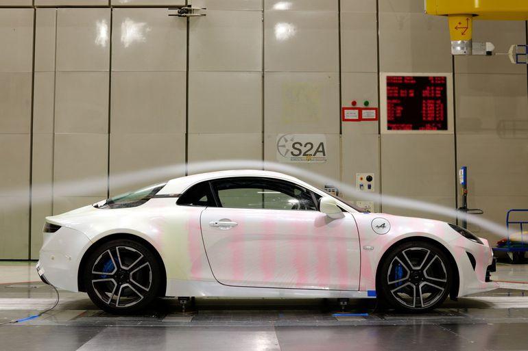 Auto drogowe w tunelu aerodynamicznym Formuły 1